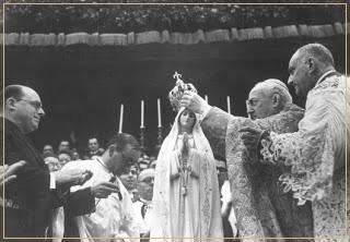 Coroação de Nossa Senhora de Fátima por Cardeal Bento Aloisi Masella em 1946