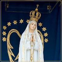 Nossa Senhora na Capelinha das Aparições com coroa de prata dourada
